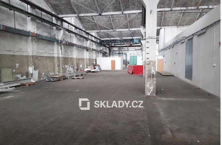 skladová hala 1400 m2..