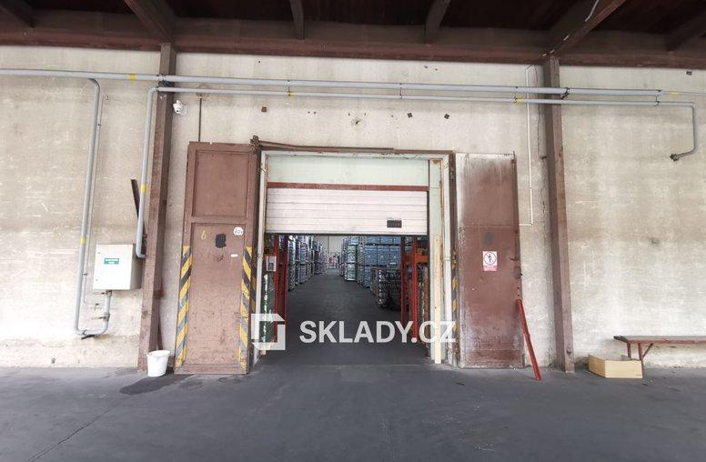 Skladové prostory 1 900 m2 (2)