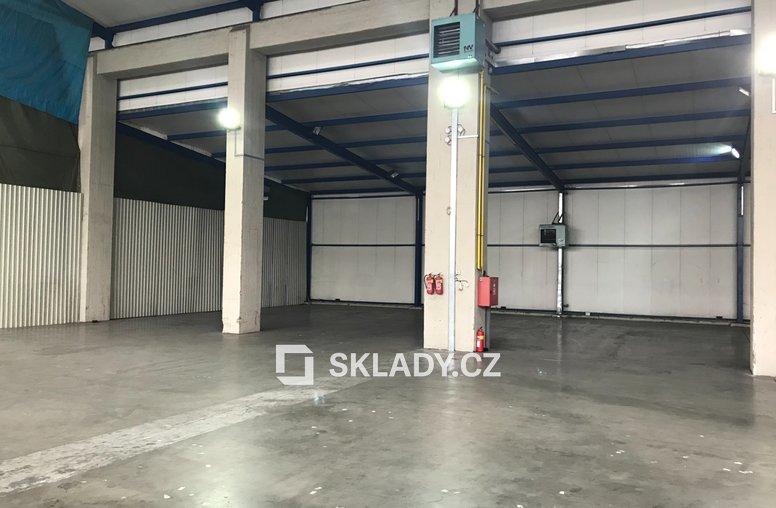 Skladové prostory 1350 m2 - Horní Počernice (1)