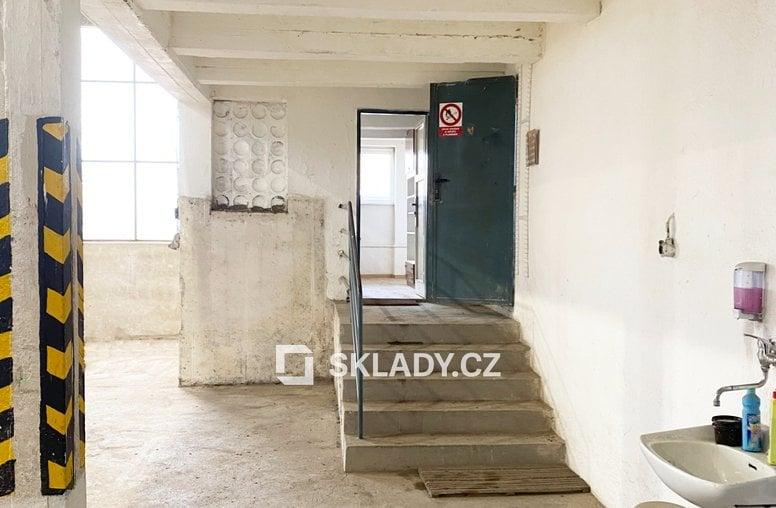 6_Kancelář_schody