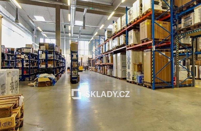 galerie-sklad-705x529 - Brno