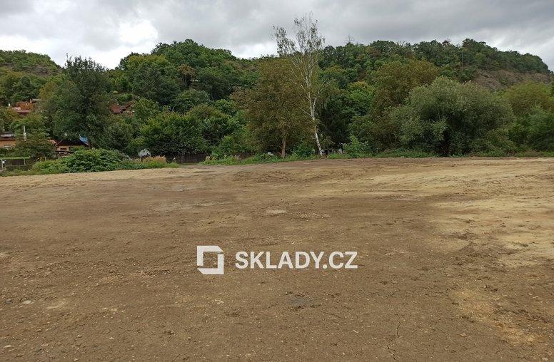 Dolní Břežany venkovní plocha 2 500 m2 (1)