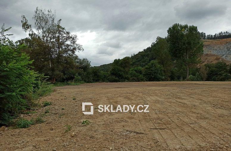 Dolní Břežany venkovní plocha 2 500 m2 (5)
