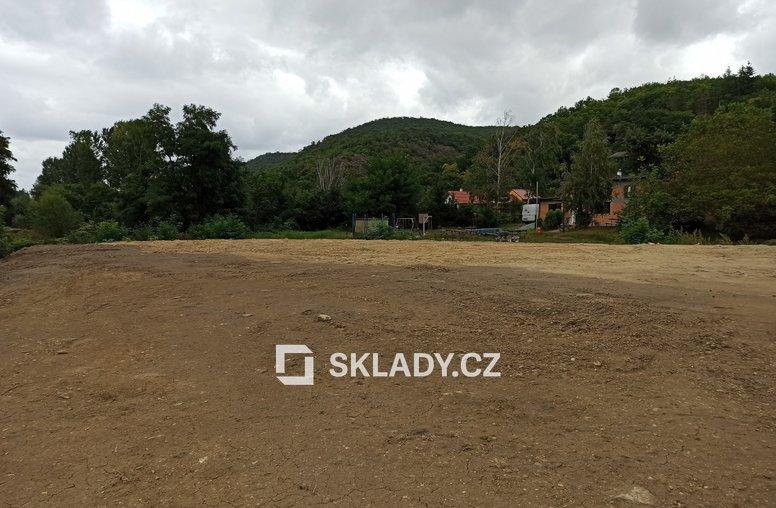Dolní Břežany venkovní plocha 2 500 m2 (2)