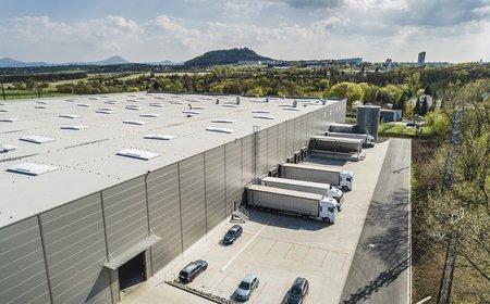 Americký gigant TPG koupil české sklady a výrobní haly