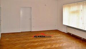 Prodej bytu 5+kk, 93m² - Nerudova, HK