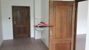 Pronajmeme menší kancelář ve středu města Žamberk, Masarykovo náměstí, cca 14,30m²
