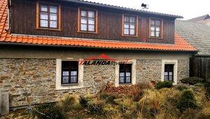 Prodáme rodinný dům nedaleko Brna, klidná obec Pucov, vzdálenost z Brna  27 min. jízdy autem, vzdálenost na nejbližší dálniční sjezd D1/162 činí 8 km.