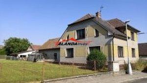 Prodej dvougeneračního rodinného domu, pozemek 1636m2