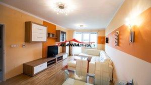 Pronajmeme velmi hezký moderně zařízený byt s balkonem a garáží o velikosti  2+kk, výměra cca 65m² , žádané sídliště Štěpnice- Ústí nad Orlicí
