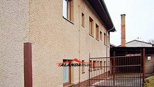 Prodej komerčních prostor v Hronově - Zbečníku vhodných pro investiční účely s mnoha možnostmi využití