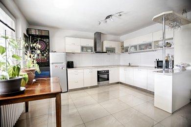 Prodej, Rodinné domy, 240m² - Znojmo, Ev.č.: 00430