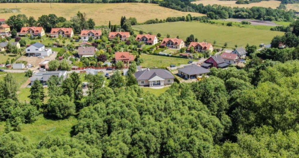 Prodej stavebního pozemku se stavebním povolením na projekt rodinného domu Kunice u Říčan (2141 m2)
