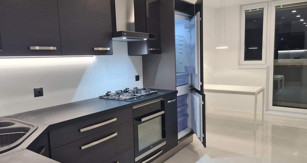 Pronájem bytu s lodžií 2+1 o velikosti 55 m2  (Praha 6 - Řepy)