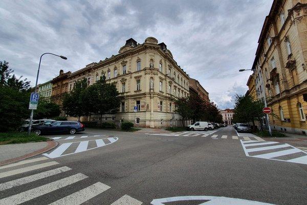 Pronájem nebytových prostor, 84 m² - ul. Jana Uhra, Brno