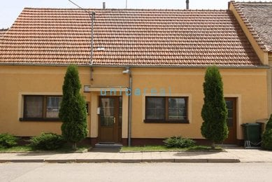 Prodej domu 3+1 se zahradou a garáží, Bulhary