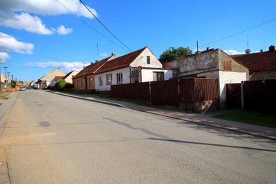 Dům k rekonstrukci v obci Zakřany, 25 km od Brna