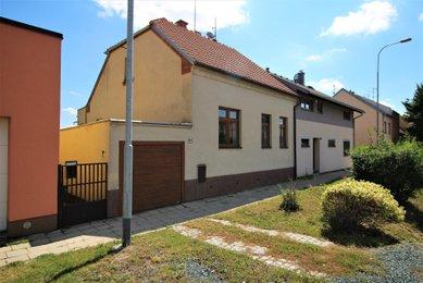 Dům s velkou zahradou a garáží v obci Modřice