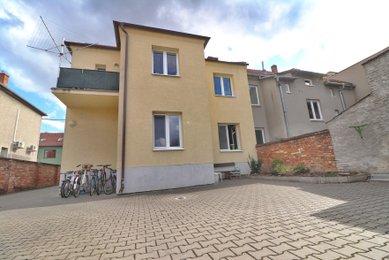 Prodej pěkného bytu 2+1 s vlastním parkováním ve dvoře, Prostějov-Vrahovice