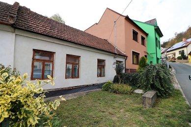 Rodinný domek (ZP 85 m²) s menším dvorem a krásnými, kamennými terasami, obec Mokrá-Horákov, okres Brno-venkov