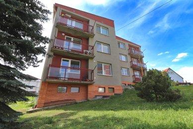 Prodej prostorného bytu 4+1 po rekonstrukci se dvěma koupelnami, balkonem a krásným výhledem