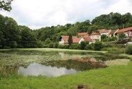 Letovice,_Slatinka,_západní_část_přes_rybník_(9021)