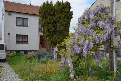 Prodej rodinného domu 5+1 s velkou zahradou Holubice