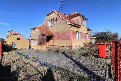 Prodej samostatně stojící vily ve Zbraslavi u Brna, pozemek 1 387 m²