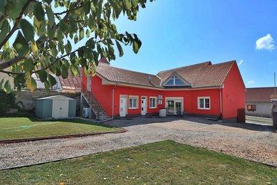 Prodej rodinného domu, 286 m² s pozemkem 1054m² - Perná u Mikulova