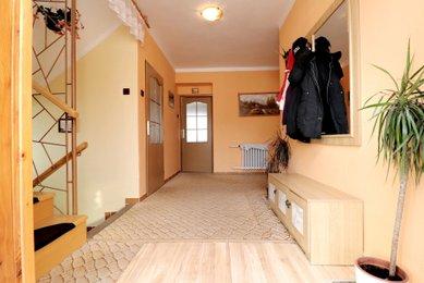 Prodej rodinného domu o dispozici 2x 2+1 v obci Čejč