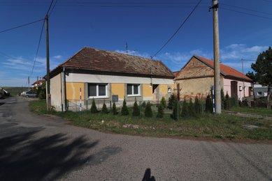Prodej rodinného domu 1+1 v obci Karlín nedaleko Čejče