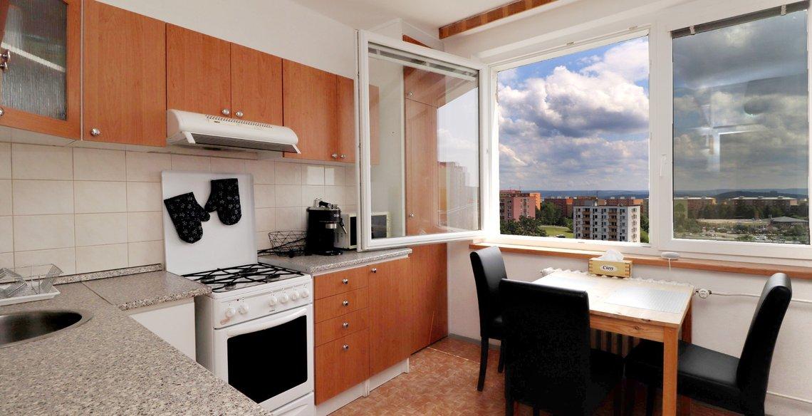Lýskova - kuchyn s oknem