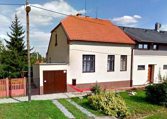 Pronájem RD 3+1 s velkou zahradou a garáží v obci Modřice