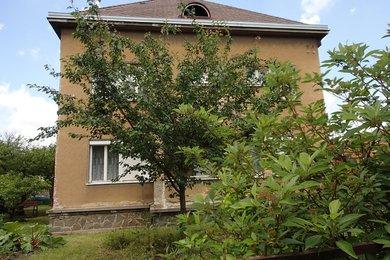 Prodej poloviny rodinného domu  3+1 s garáží a zahradou, Ev.č.: 01162
