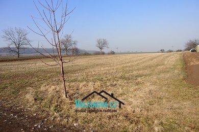 Prodej pozemku 5401 m² v obci Rataje u Kroměříže, Ev.č.: 00916
