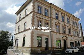 Prodej komerčního domu s byty, obchody a garážemi ve Varnsdorfu