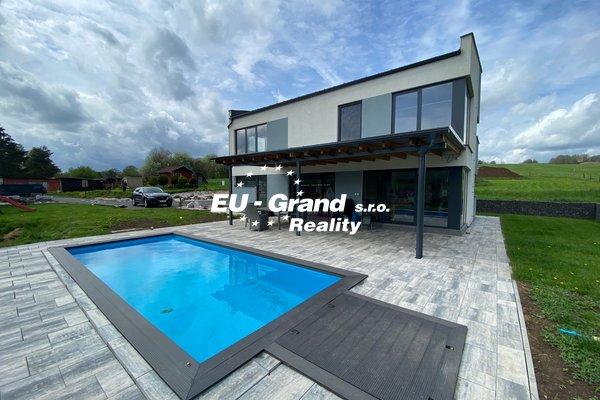 Prodej novostavby s bazénem v Horní Podluží