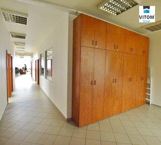 Pronájem obchodních prostor rekolaudovaných na kancelář na ulici Pekařská, 70m2