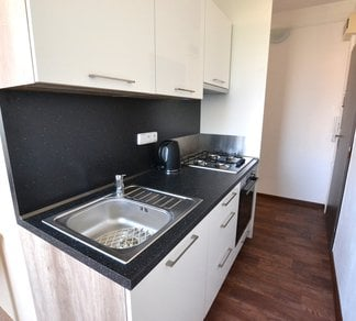 Pronájem bytu 3+1, 68 m², zastrešený balkón, Olomouc Zikova, parkování před domem