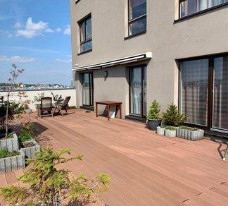 Pronájem luxusního bytu 4+kk 93 m2 + terasa 140 m2,  2 parkovací stání v ceně nájmu