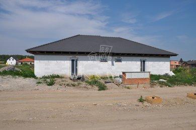 Prodej, Rodinné domy, 230m² - Úvaly, Ev.č.: 00338
